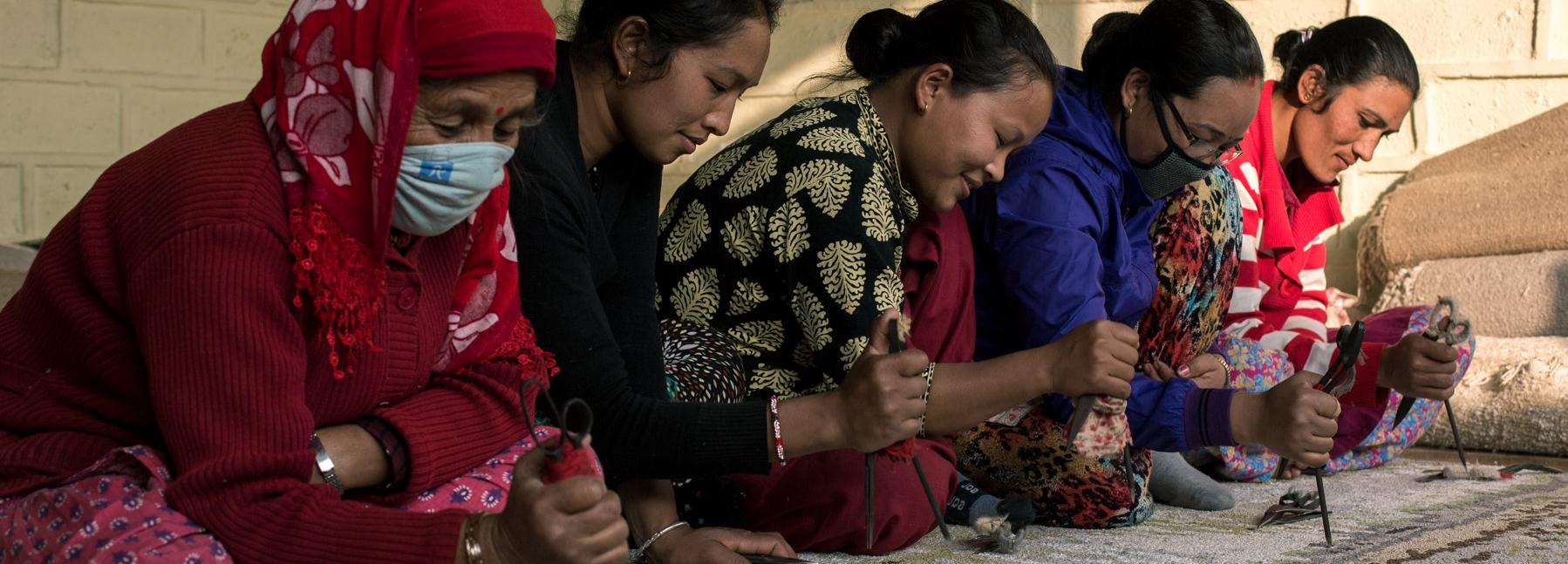 Workers in a GoodWeave factory in Nepal © GoodWeave